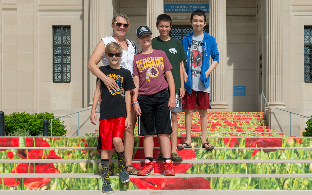 A family on the front steps of the Virginia Museum of History and Culture.