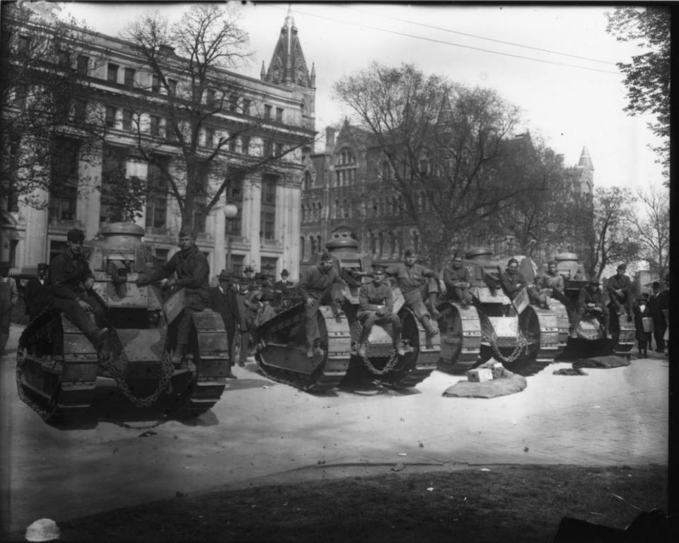Tanks and soldiers at World War I War Bond Drive, photographic print by Walter Washington Foster (VMHC Item #2001.230.1914).