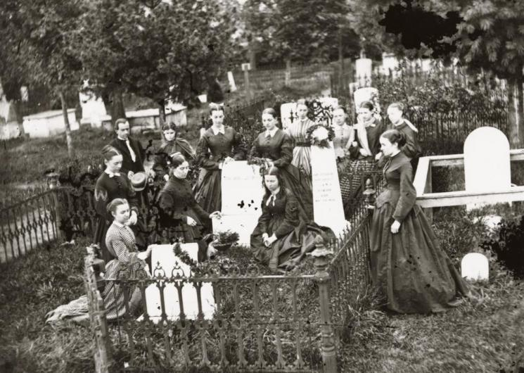 Girls of Ann Smith Academy visiting Stonewall Jackson's grave, Lexington, late 19th century
