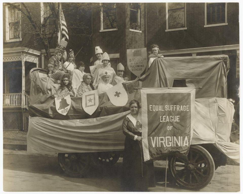 Equal Suffrage League of Virginia, 1918. Photographic print by Walter Washington Foster. (VMHC 2002.226.2)